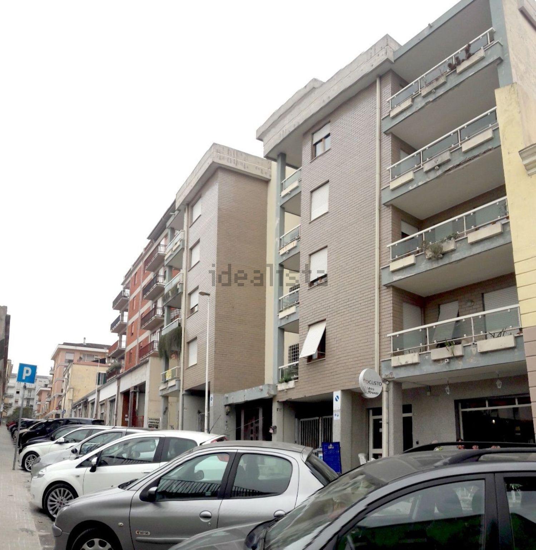 Monolocali In Vendita A Parigi appartamenti in vendita a sassari in zona via parigi. cerca
