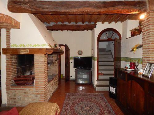 Rustico e Casale / Castello In Vendita