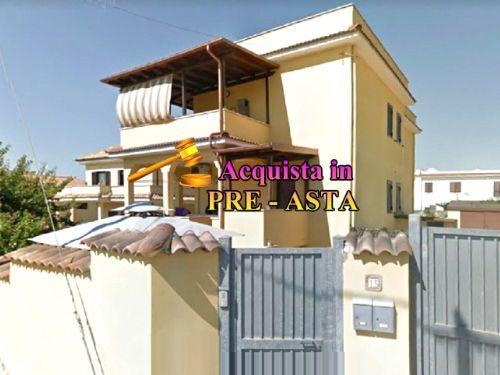 Casa/Villetta a schiera In Vendita