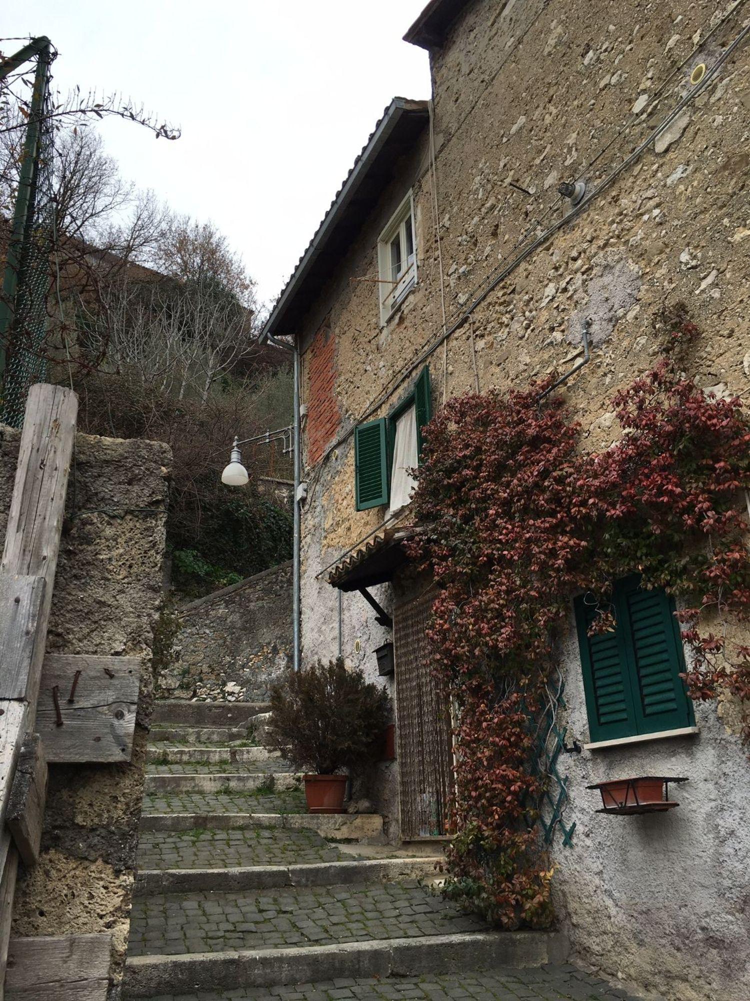 Appartamento in vendita a Subiaco, 3 locali, prezzo € 55.000 | Cambio Casa.it