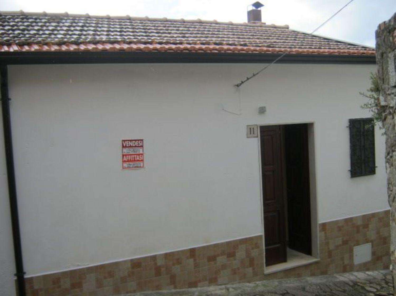Appartamento in vendita a San Giorgio La Molara, 4 locali, prezzo € 24.000   CambioCasa.it