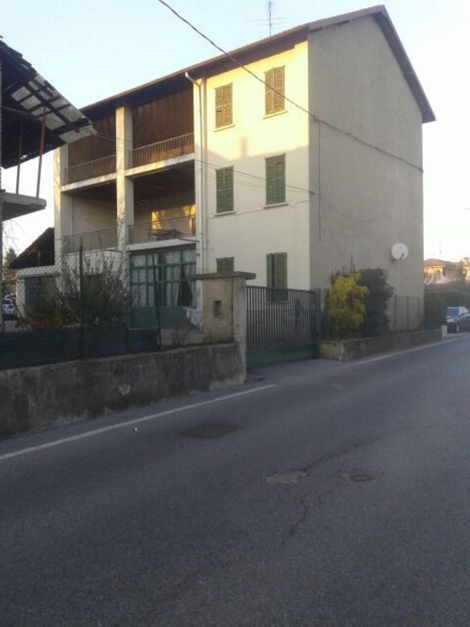 Appartamento in vendita a Trezzano Rosa, 8 locali, prezzo € 175.000 | CambioCasa.it