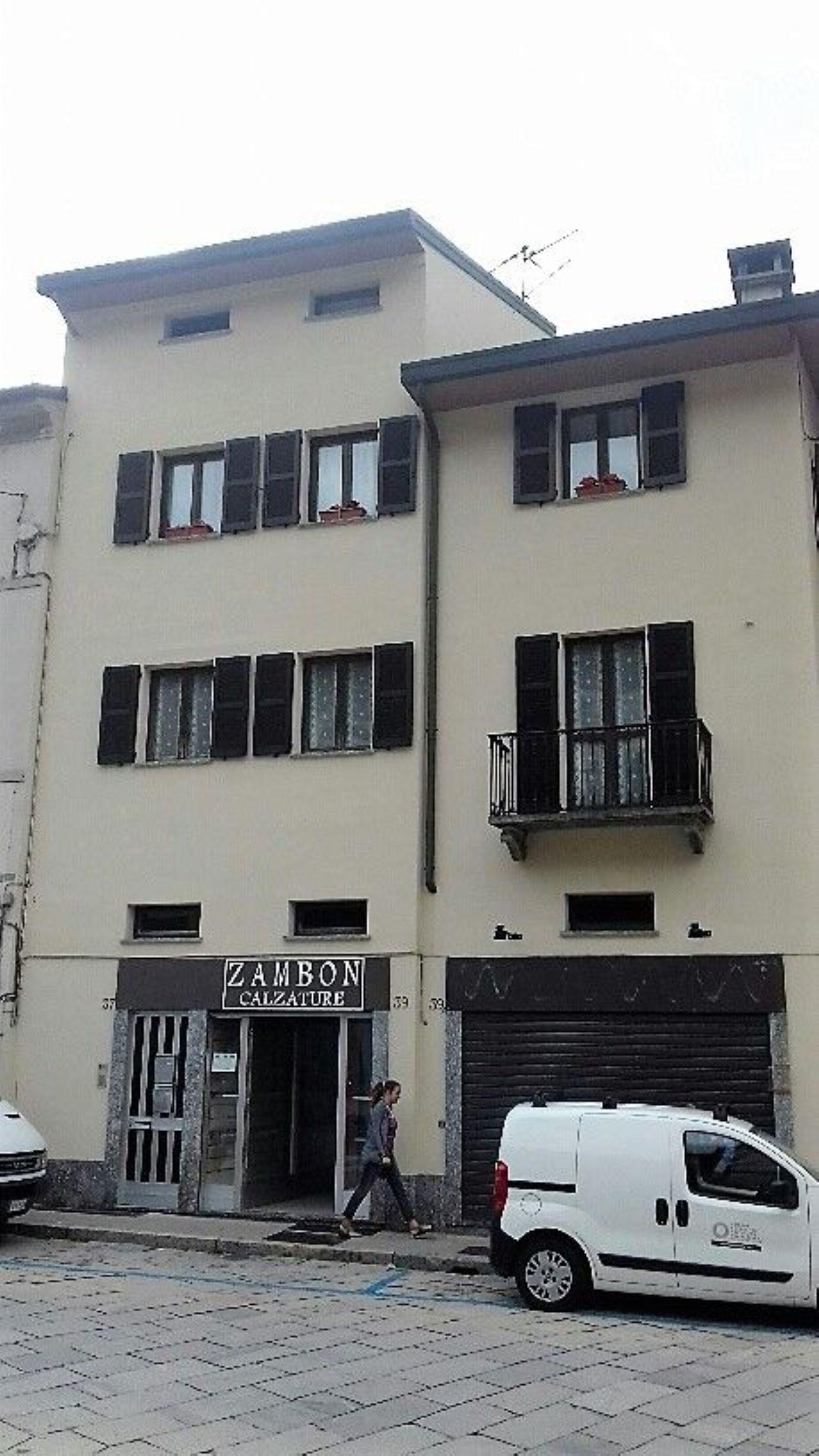 Immobile Commerciale in affitto a Sondrio, 9999 locali, prezzo € 400 | CambioCasa.it