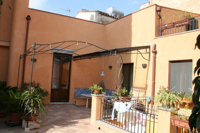 Soluzione Indipendente in vendita a Termini Imerese, 12 locali, prezzo € 400.000 | CambioCasa.it