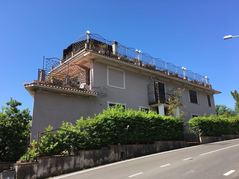 Villa Bifamiliare in vendita a Subiaco, 6 locali, prezzo € 310.000 | CambioCasa.it