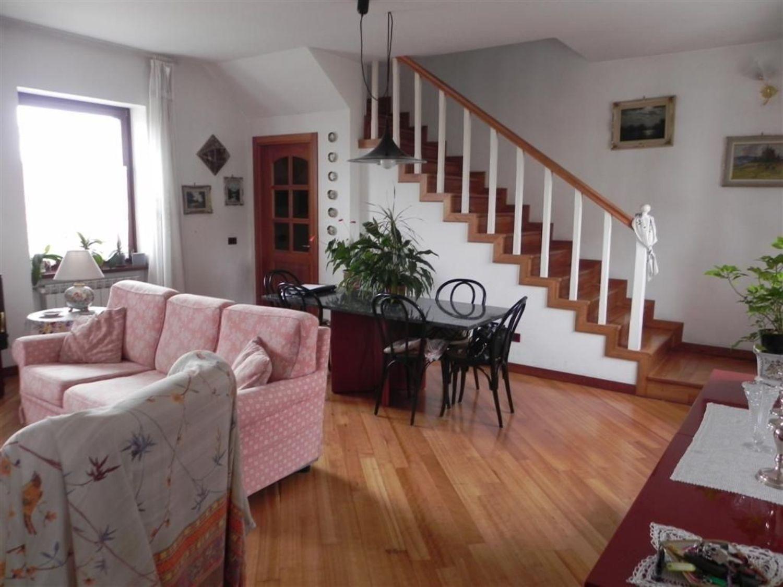 Soluzione Indipendente in vendita a Trieste, 8 locali, prezzo € 294.000   Cambio Casa.it