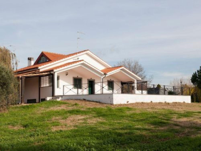 Soluzione Indipendente in vendita a Cerveteri, 6 locali, prezzo € 390.000   Cambio Casa.it