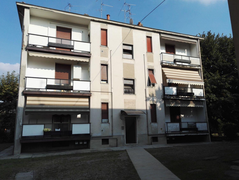 Appartamento in vendita a Varedo, 4 locali, prezzo € 150.000 | Cambio Casa.it