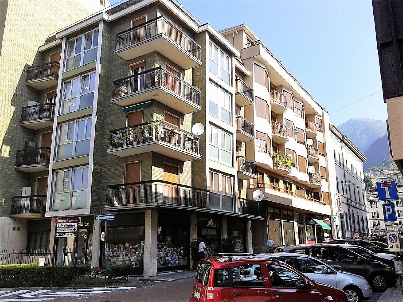 Ufficio / Studio in affitto a Sondrio, 9999 locali, prezzo € 800   CambioCasa.it