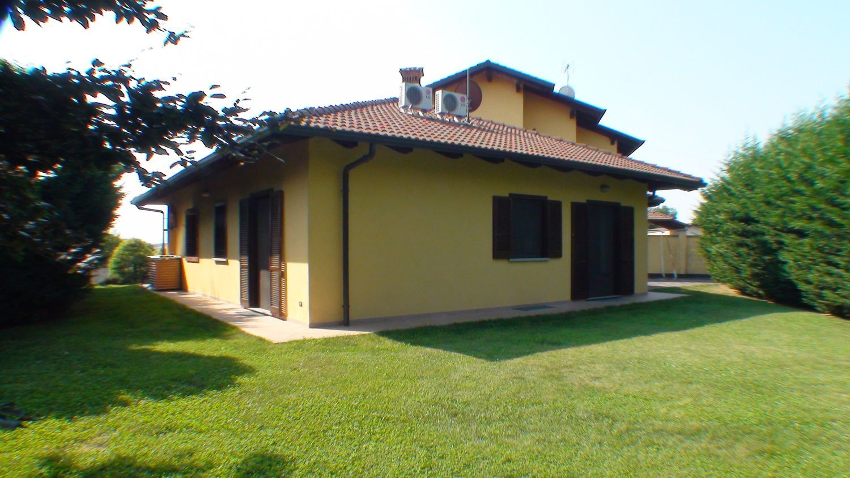 Soluzione Indipendente in vendita a Oglianico, 4 locali, prezzo € 260.000 | CambioCasa.it