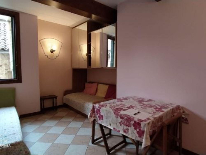 Appartamento in affitto a Venezia, 2 locali, prezzo € 850   CambioCasa.it