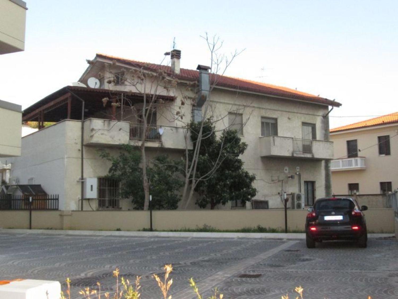 Capannone in vendita a Pescara, 9999 locali, prezzo € 1.000.000 | CambioCasa.it