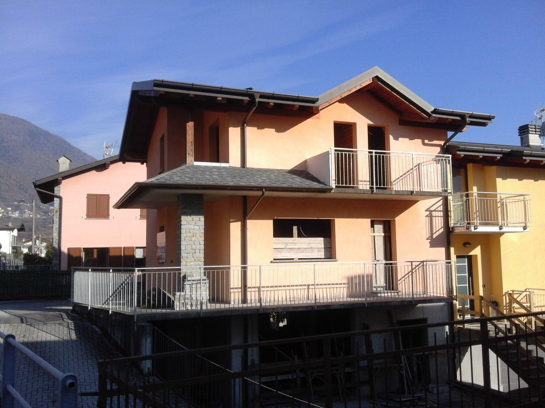 Villa Bifamiliare in vendita a Chiuro, 5 locali, prezzo € 159.000 | Cambio Casa.it