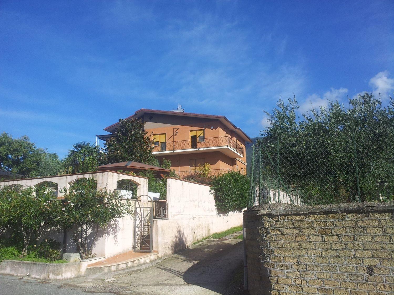 Appartamento in vendita a Subiaco, 4 locali, prezzo € 95.000 | Cambio Casa.it