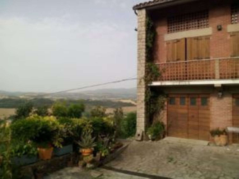 Soluzione Indipendente in vendita a Todi, 9 locali, prezzo € 275.000 | CambioCasa.it