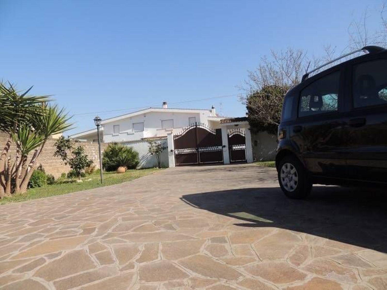 Soluzione Indipendente in vendita a Fiumicino, 6 locali, prezzo € 420.000   CambioCasa.it