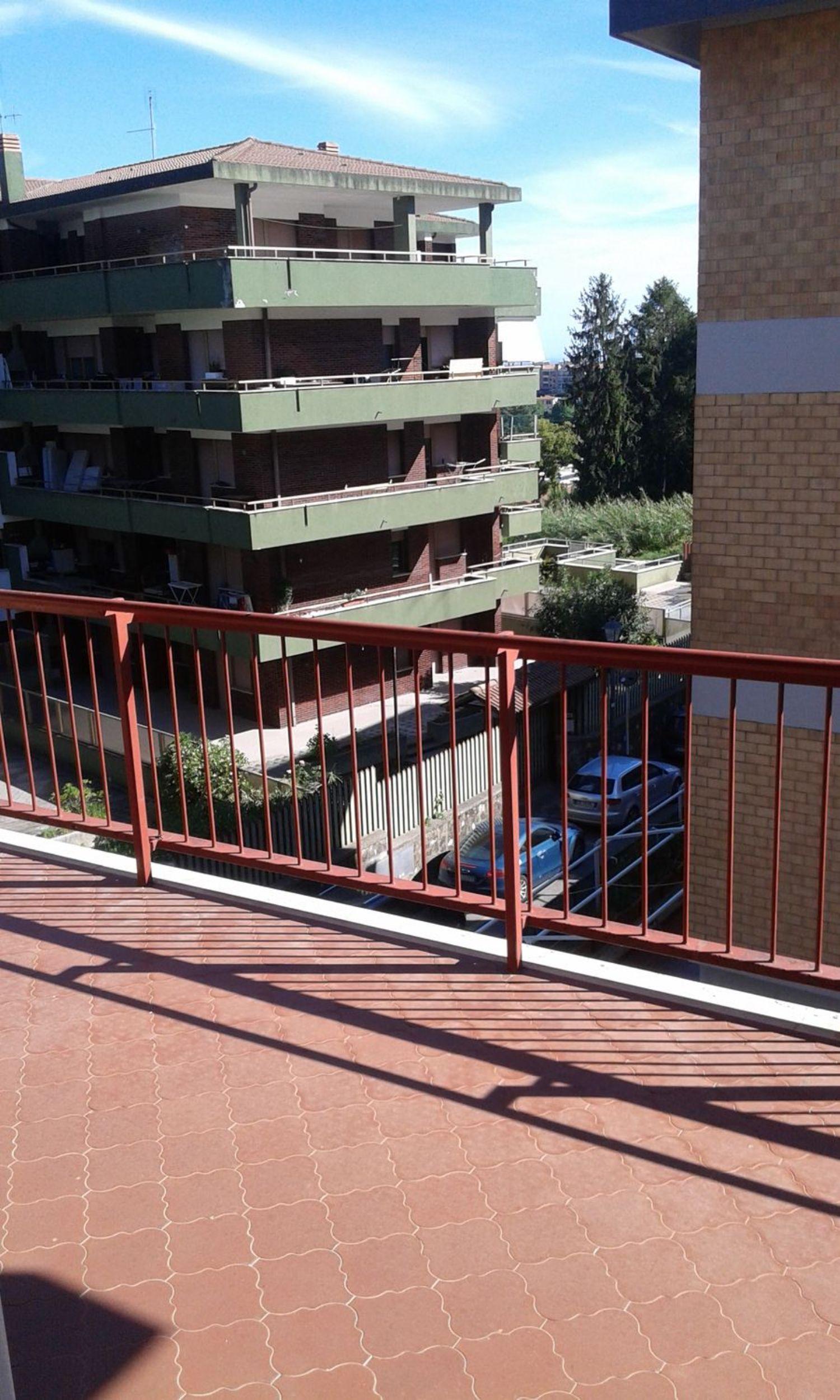 Appartamento in affitto a Velletri, 6 locali, prezzo € 650 | CambioCasa.it