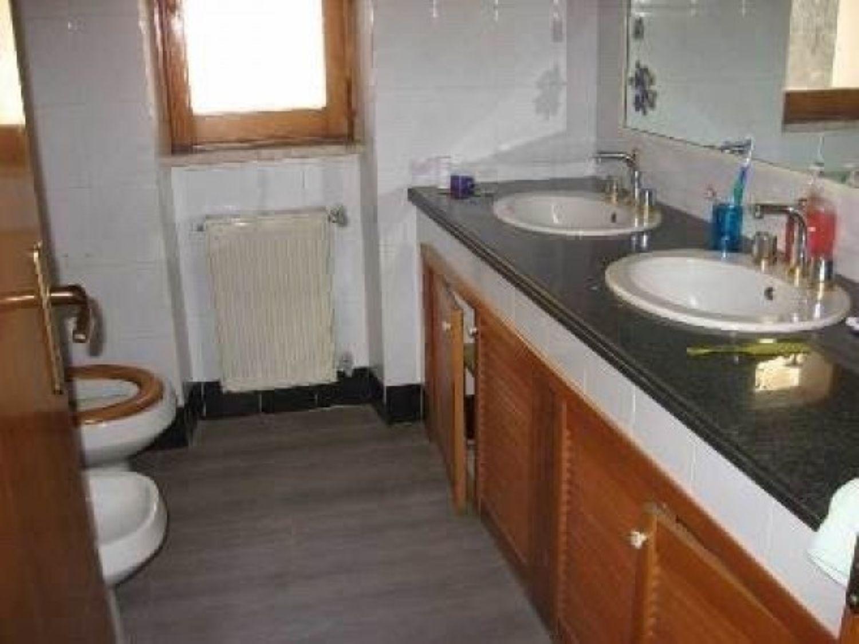 Appartamento in vendita a Velletri, 5 locali, prezzo € 149.000 | Cambio Casa.it