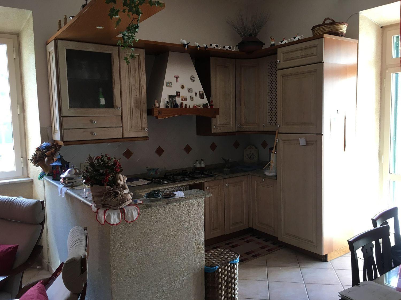 Appartamento in vendita a Subiaco, 3 locali, prezzo € 90.000 | CambioCasa.it
