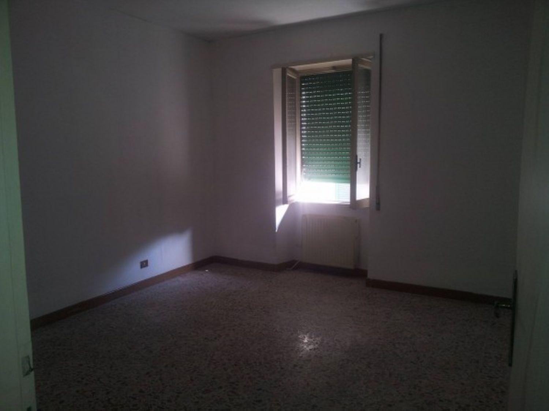 Appartamento in vendita a Subiaco, 6 locali, prezzo € 75.000 | Cambio Casa.it