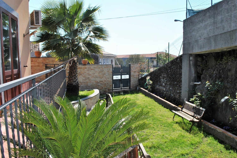 Soluzione Indipendente in affitto a Zafferana Etnea, 6 locali, prezzo € 750 | Cambio Casa.it