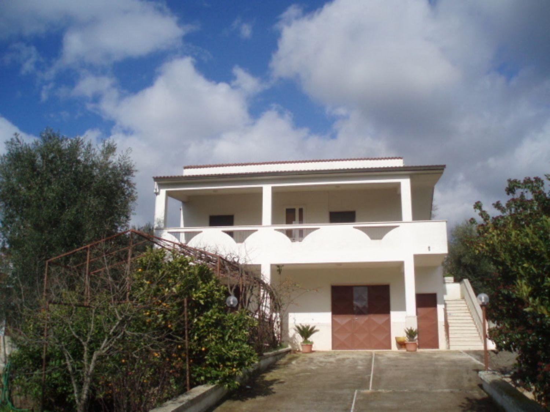 Soluzione Indipendente in vendita a Ceglie Messapica, 8 locali, prezzo € 160.000 | Cambio Casa.it