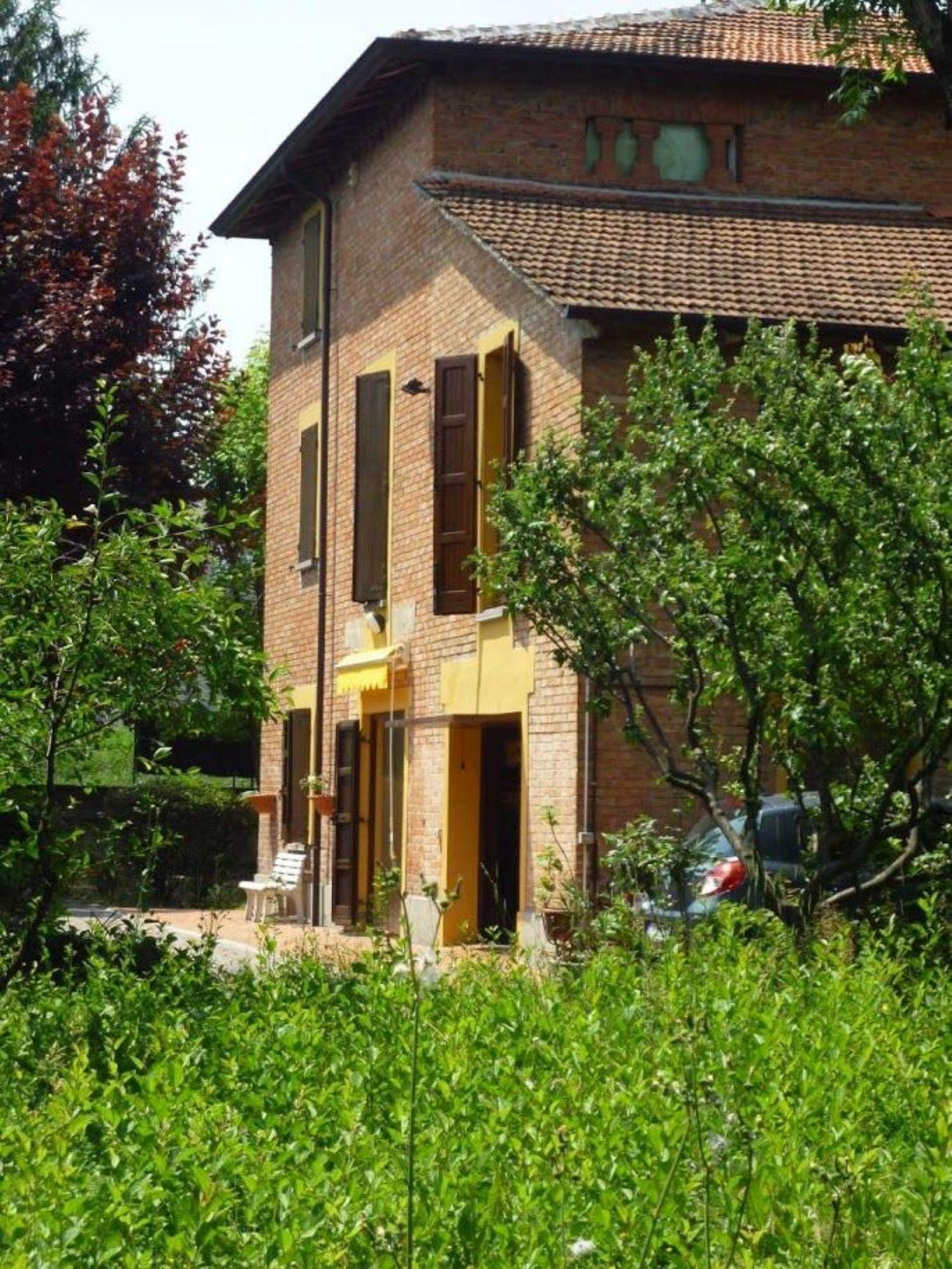 Soluzione Indipendente in vendita a Reggio Emilia, 13 locali, prezzo € 290.000 | Cambio Casa.it