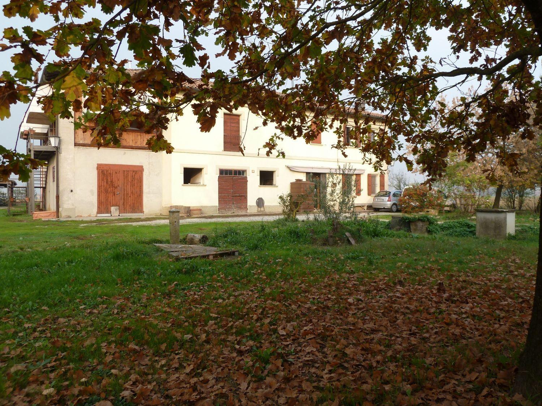 Appartamento in vendita a Sant'Agata Bolognese, 9 locali, prezzo € 380.000 | Cambio Casa.it