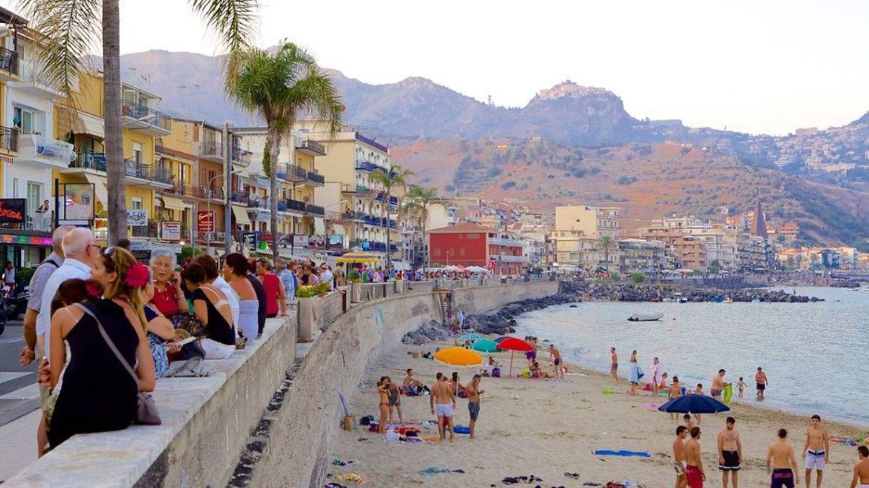 Immobile Commerciale in affitto a Giardini-Naxos, 9999 locali, prezzo € 1.300 | CambioCasa.it