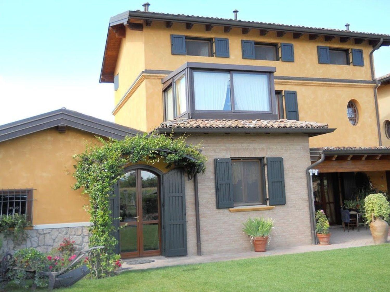 Soluzione Indipendente in vendita a Reggio Emilia, 12 locali, prezzo € 600.000 | Cambio Casa.it