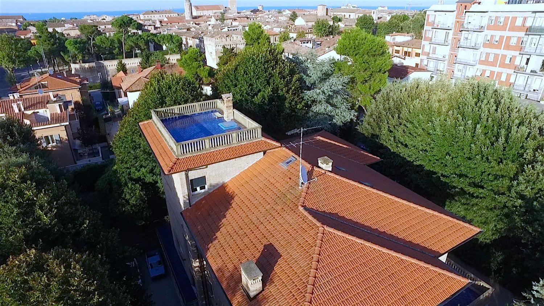 Soluzione Indipendente in vendita a Fano, 7 locali, prezzo € 4.000.000 | CambioCasa.it