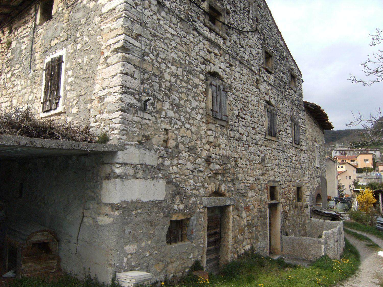 Appartamento in vendita a Marano di Valpolicella, 13 locali, prezzo € 130.000 | CambioCasa.it