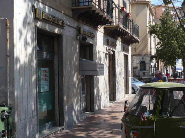 Immobile Commerciale in affitto a Termini Imerese, 9999 locali, prezzo € 2.500 | CambioCasa.it