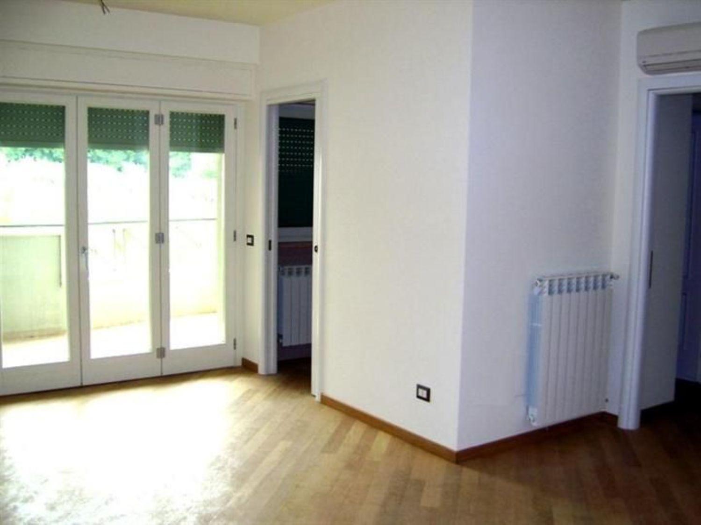 Appartamento in affitto a Velletri, 5 locali, prezzo € 650 | Cambio Casa.it