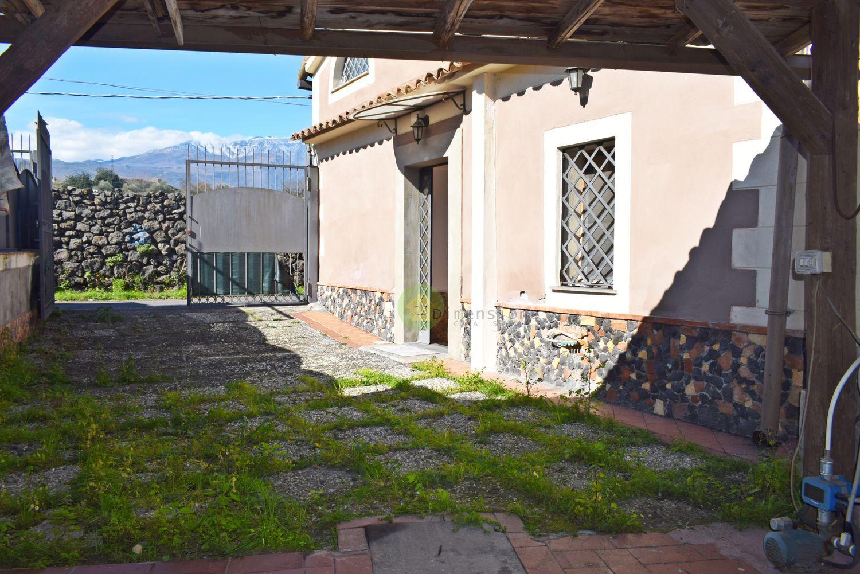 Case indipendenti in affitto a catania in zona ognina for Case arredate in affitto a catania