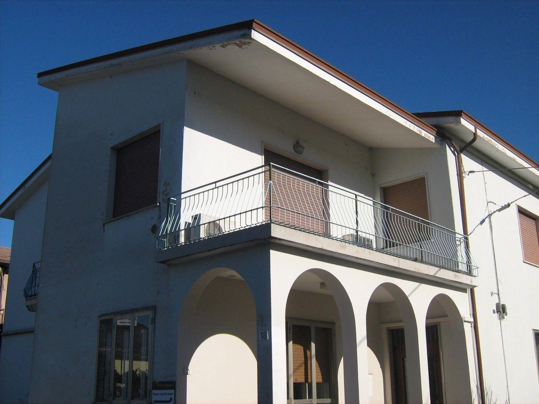 Appartamento in vendita a Sant'Ambrogio di Valpolicella, 5 locali, prezzo € 165.000 | Cambio Casa.it