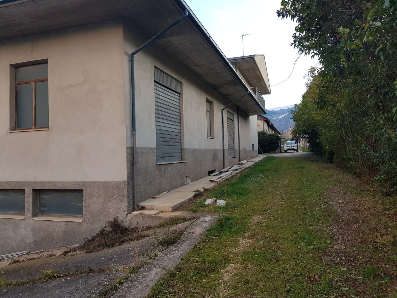 Appartamento in vendita a Sulmona, 4 locali, prezzo € 400.000 | CambioCasa.it