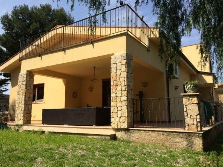 Soluzione Indipendente in vendita a Cinisi, 6 locali, prezzo € 400.000 | CambioCasa.it
