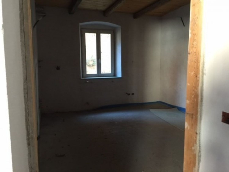 Appartamento in vendita a Cocquio-Trevisago, 3 locali, prezzo € 100.000 | Cambio Casa.it