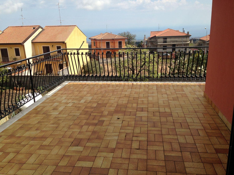Appartamento in affitto a Zafferana Etnea, 4 locali, prezzo € 450 | Cambio Casa.it
