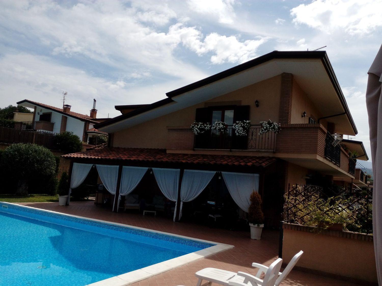 Villa a Schiera in vendita a Pratola Serra, 7 locali, prezzo € 245.000 | Cambio Casa.it