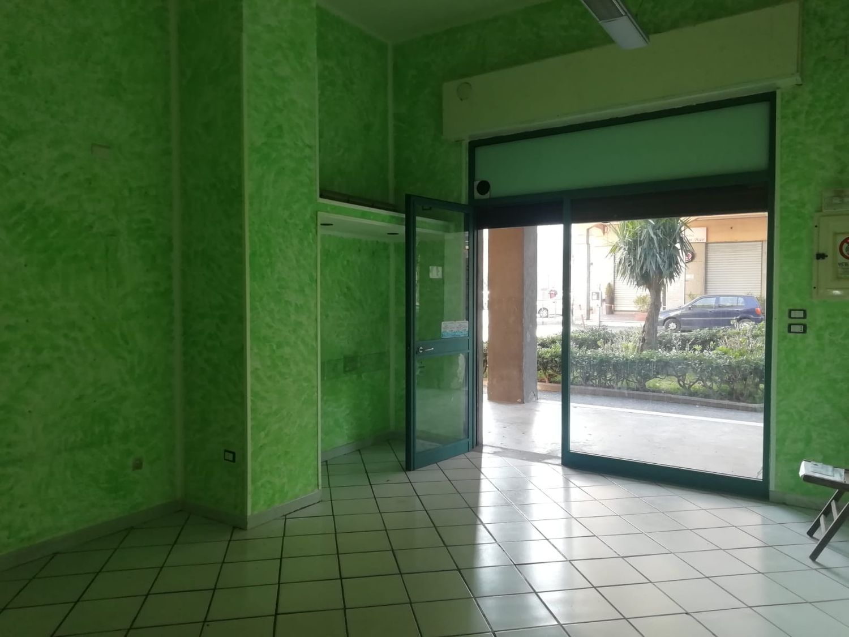 Immobile Commerciale in affitto a Cava de' Tirreni, 9999 locali, prezzo € 550   CambioCasa.it
