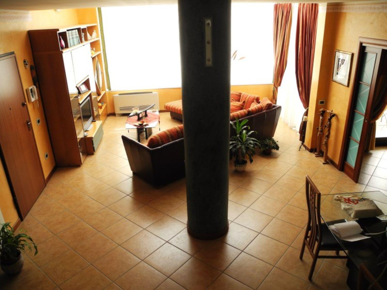 Attico / Mansarda in vendita a Sassari, 6 locali, prezzo € 360.000 | Cambio Casa.it
