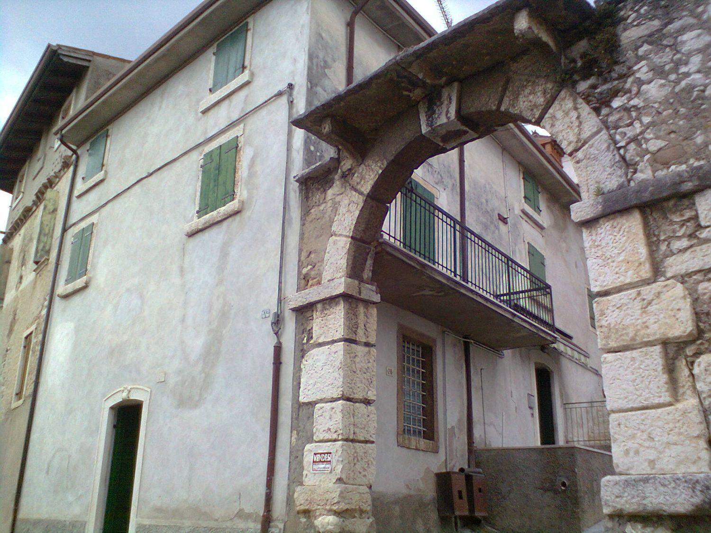 Soluzione Indipendente in vendita a Sant'Ambrogio di Valpolicella, 7 locali, prezzo € 198.000 | Cambio Casa.it