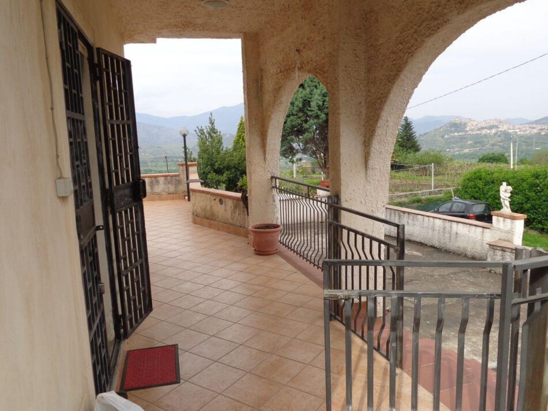 Appartamento in vendita a Castiglione di Sicilia, 6 locali, prezzo € 195.000 | Cambio Casa.it