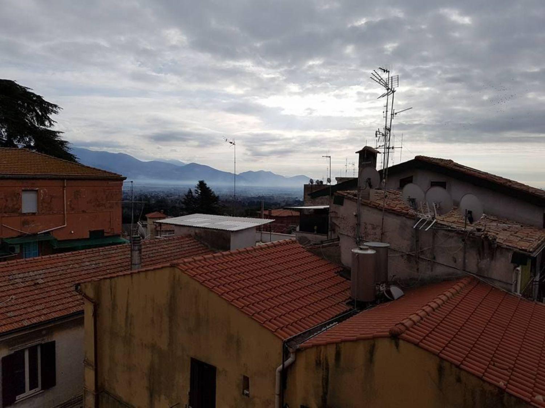 Appartamento in vendita a Velletri, 5 locali, prezzo € 130.000 | Cambio Casa.it