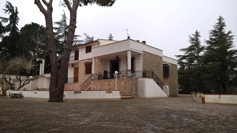 Soluzione Indipendente in vendita a Cisternino, 8 locali, prezzo € 250.000 | CambioCasa.it