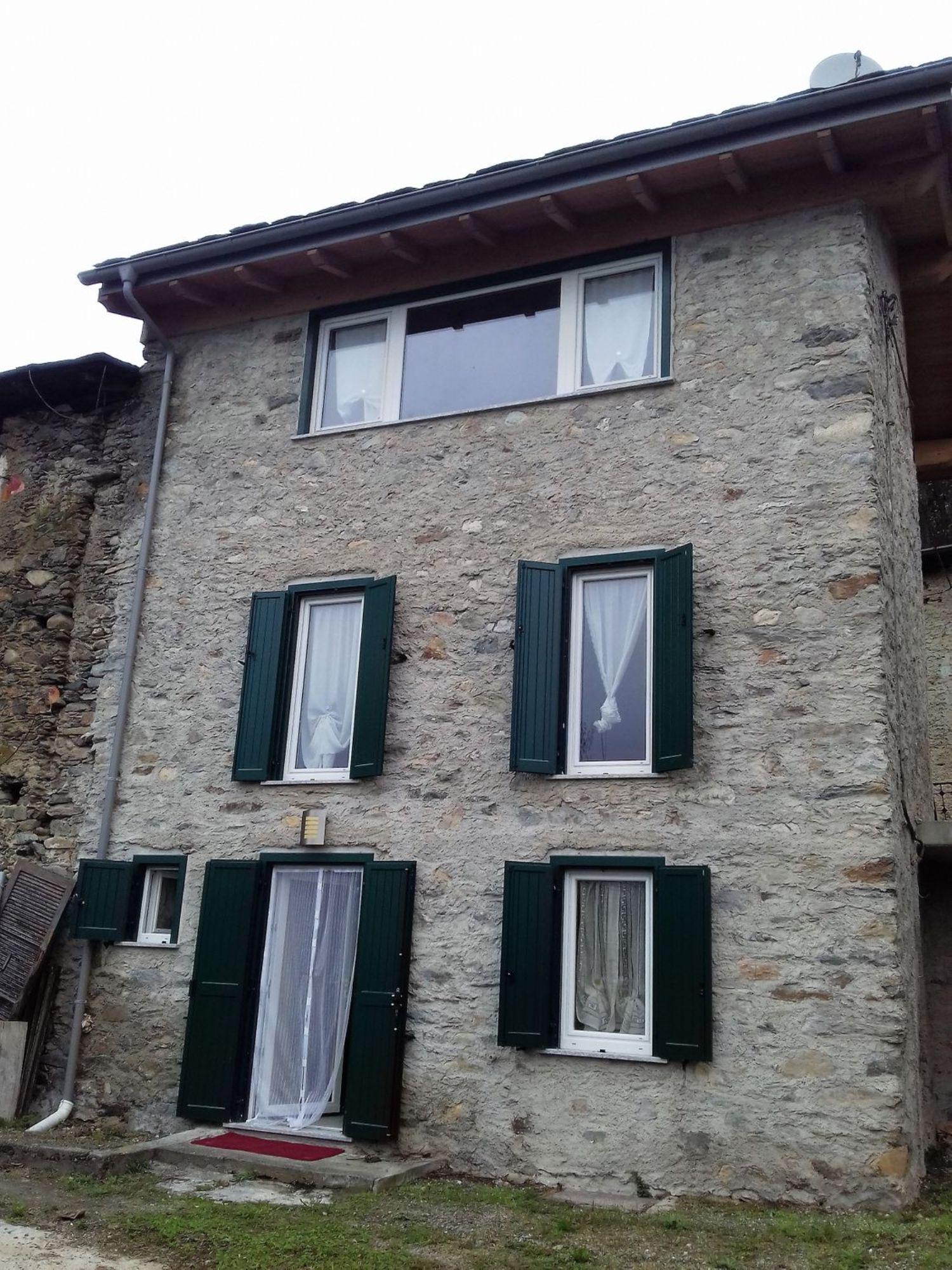 Villa Bifamiliare in vendita a Castione Andevenno, 3 locali, prezzo € 90.000 | CambioCasa.it