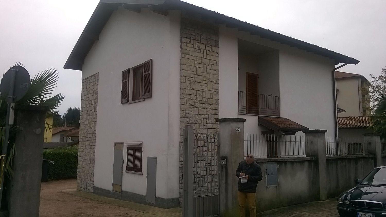 Soluzione Indipendente in affitto a Besozzo, 5 locali, prezzo € 950 | Cambio Casa.it