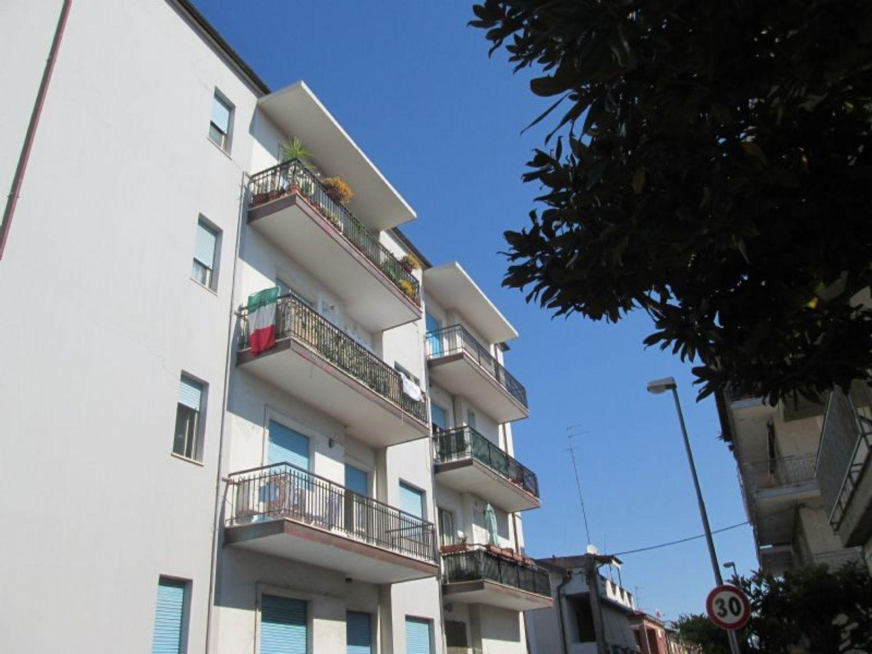 Appartamento in affitto a Montesilvano, 3 locali, prezzo € 450 | CambioCasa.it